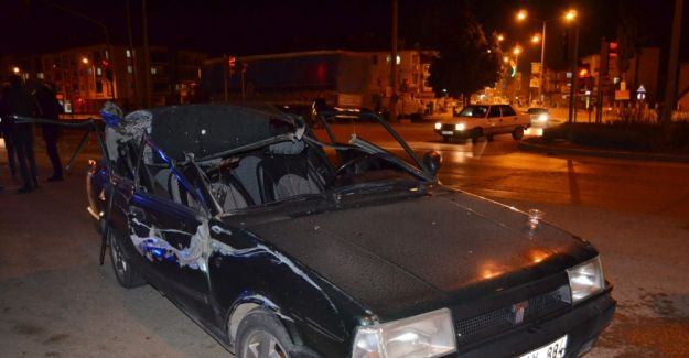 Otomobil kırmızı ışıkta duran kamyona çarptı: 1 yaralı
