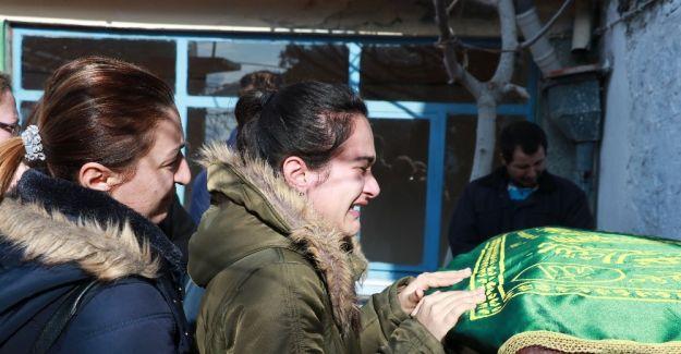 Üvey babasının öldürdüğü Ahmet'i sınıf arkadaşları uğurladı