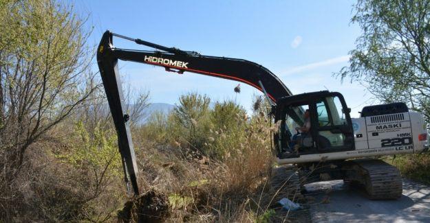 Dere temizlendi, tarlalar taşkın riskinden korundu