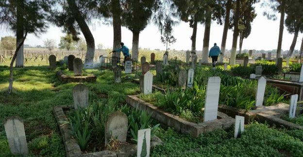 Manisa genelinde mezarlıklar ilaçlanıyor