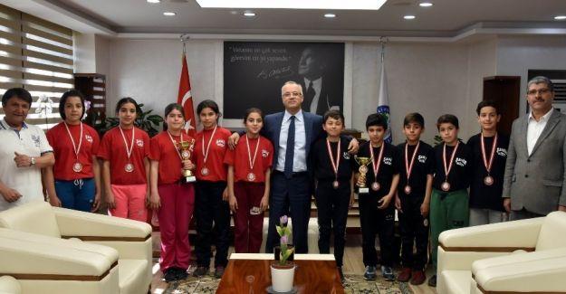 Salihlili öğrencilerden masa tenisinde il şampiyonluğu