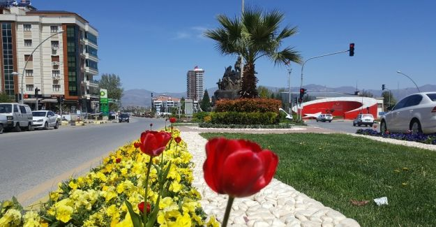 Alaşehir parkları yeşilleniyor