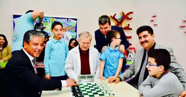 Anneler çocuklarıyla birlikte satranç öğrendi