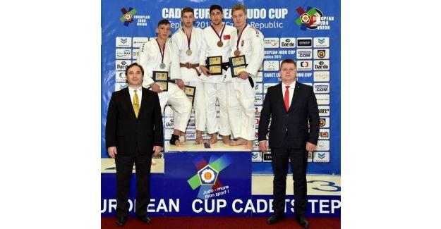 Başarılı judocu Şişmanlar Avrupa üçüncüsü oldu