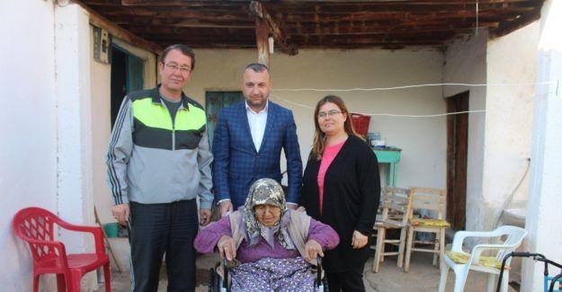 Yaşlı kadın Başkan Karaçoban'la hayata yeniden tutundu