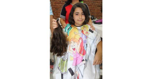 3 yıldır uzattığı saçlarını kanser hastalarına bağışladı