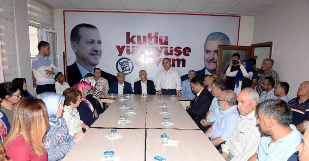 AK Parti Kula ve Gördes'te bayramlaşma töreni