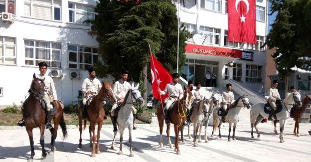 Atlı birlikler Manisa'ya girdi