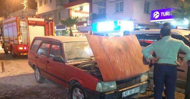 Otomobil seyir halindeyken alev aldı