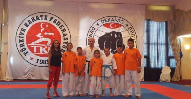 Salihlili karateciler göz doldurdu