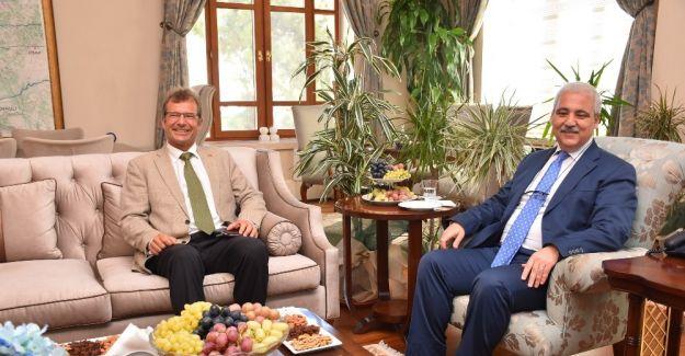 Vali Güvençer, Almanya İzmir Başkonsolosu Lassig'i ağırladı