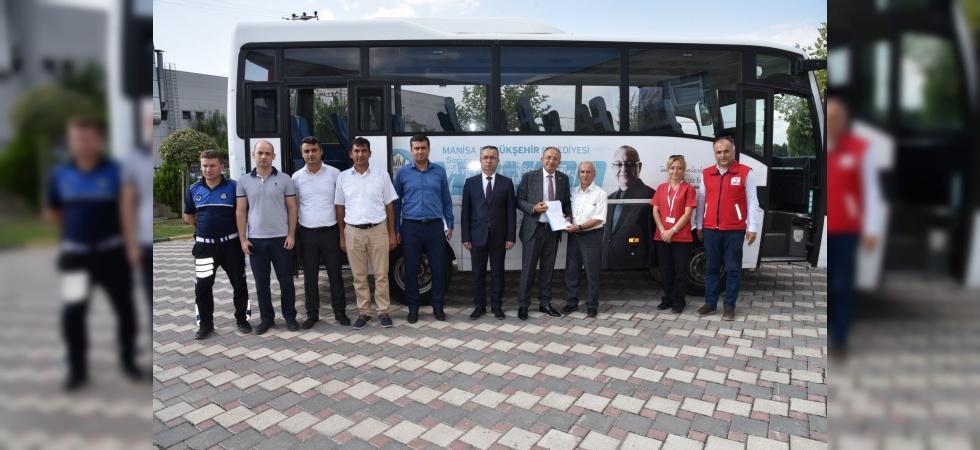 Manisa Büyükşehir'den Kızılay'a araç desteği