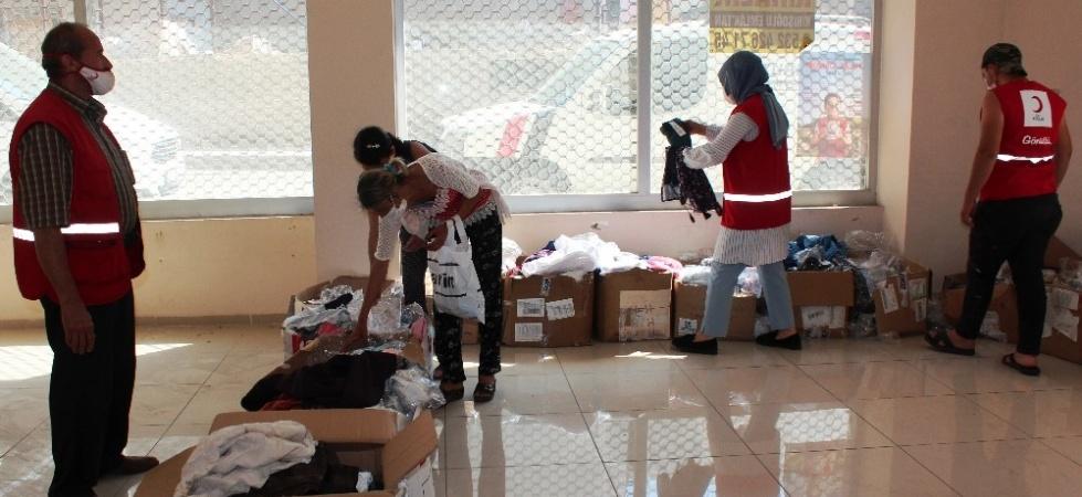 Alaşehir Kızılay'dan ihtiyaç sahiplerine bayramlık yardımı