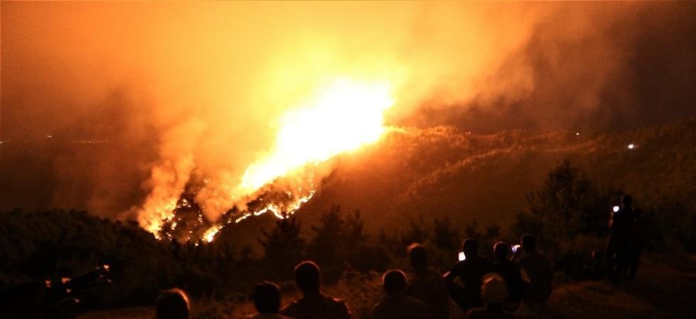 Yangını çaresizlikle izlediler
