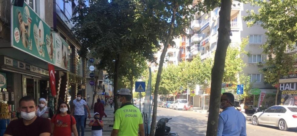 Kaldırımlara park edilen motosikletler kaldırıldı