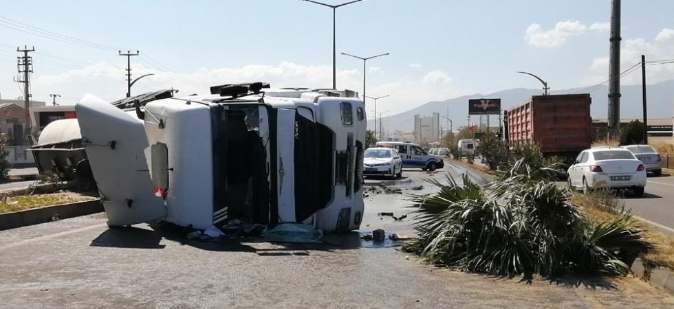 Turgutlu'da kimyasal madde yüklü tanker devrildi: 1 yaralı