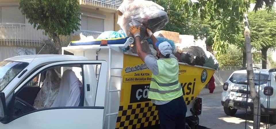 Yavru kedileri temizlik işçilerinin dikkati kurtardı