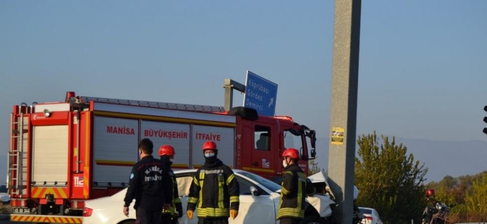 Manisa'da iki otomobil çarpıştı:7 yaralı