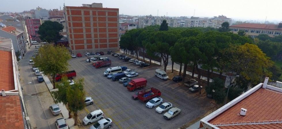 Saruhanlı'ya 98 araçlık ikinci otopark yapıldı