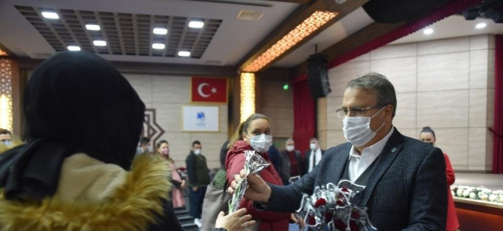 Yunusemre Belediyesi 24 Kasım'da öğretmenleri unutmadı