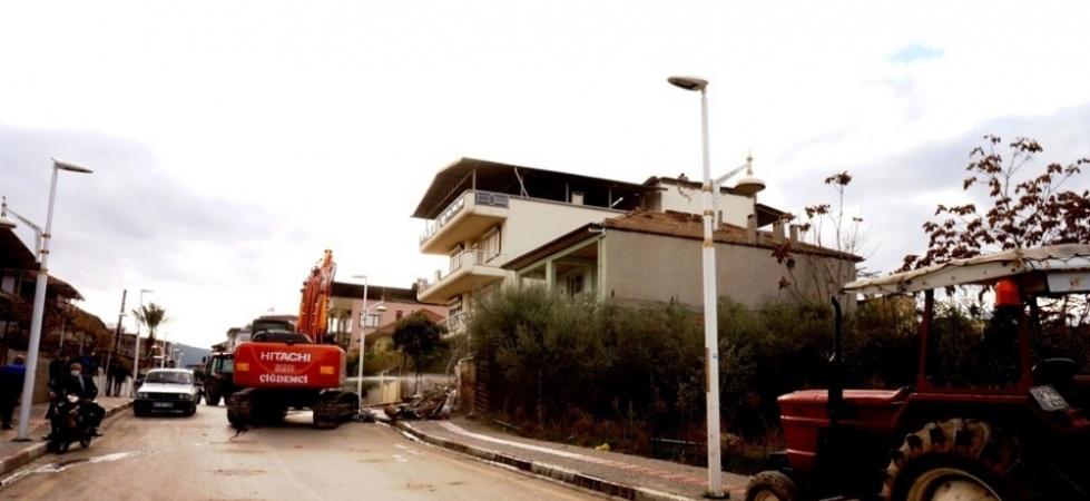 Manisa'da fay hattı üzerinde bulunan 17 evin yıkımı tamamlandı