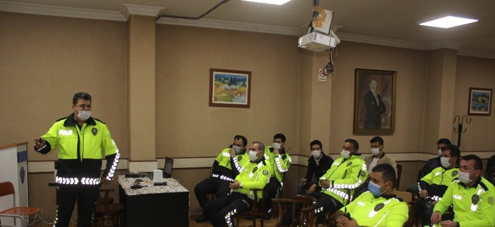 Manisa'da polise iletişim eğitimi