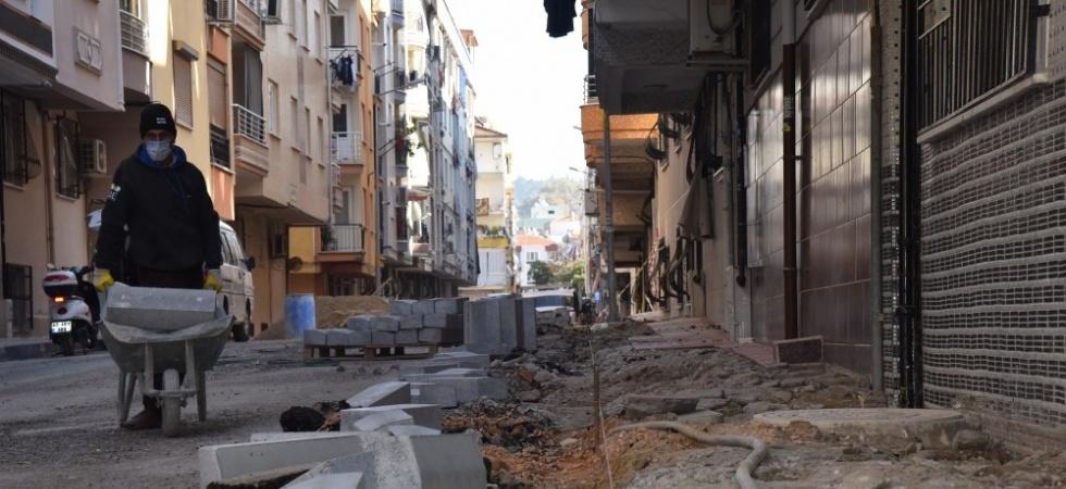 Yunusemre'de yol ve kaldırım çalışmaları devam ediyor