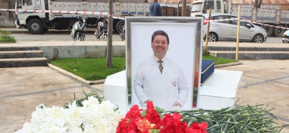 Koronadan vefat eden doktor anıldı