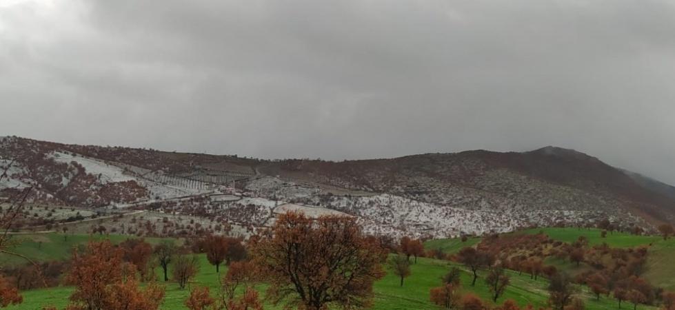 Kula'ya yılın ilk kar yağışı