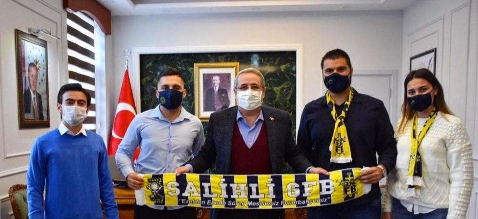Genç Fenerbahçelilerden Kaymakam Sağlam'a ve Kızılay'a ziyaret
