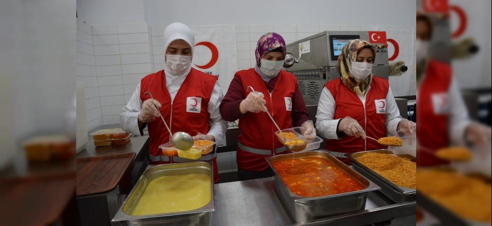 Kızılay Manisa'da günlük 250 aileye sıcak iftar ulaştırıyor