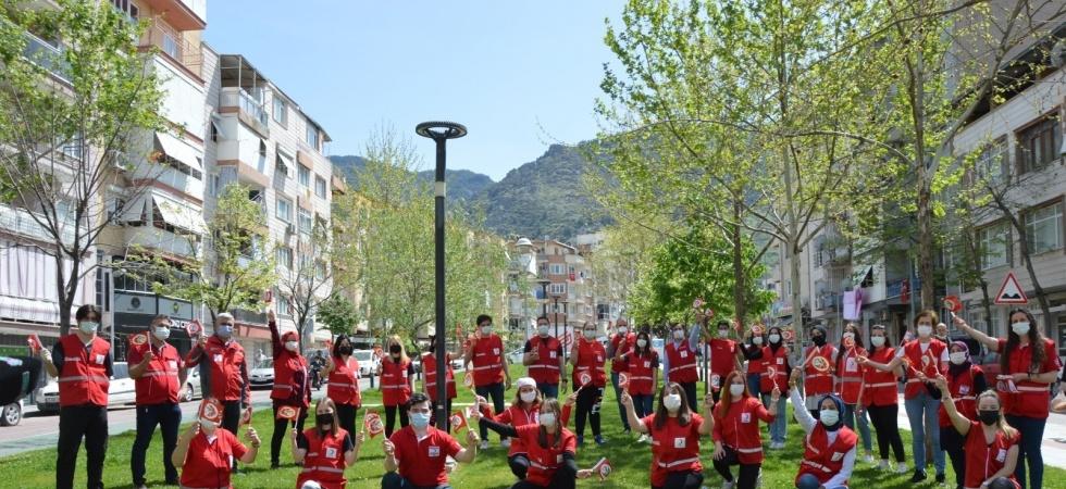 Manisalı çocuklar Kızılay'la bayram etti