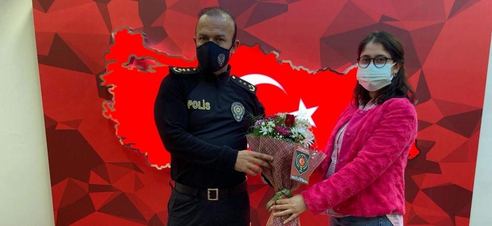 Şehit kızından emniyet müdürüne çiçek
