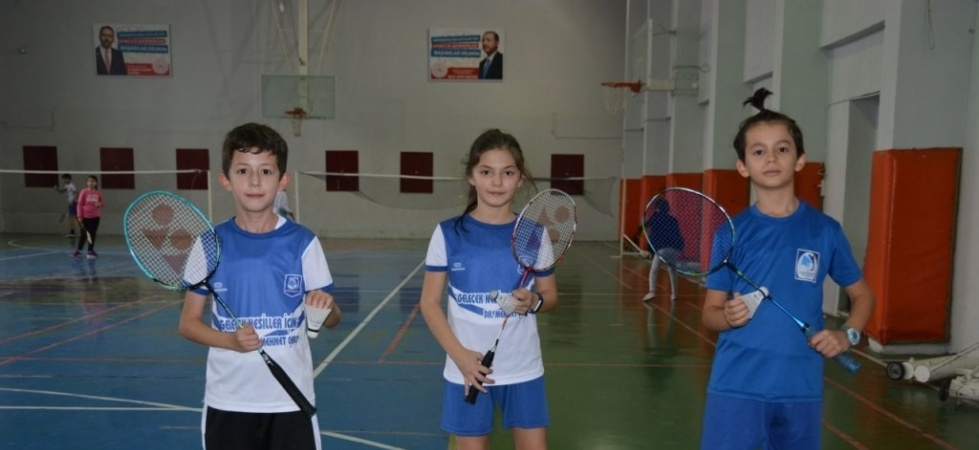 Yunusemre Belediyespor geleceğin badmintoncularını arıyor