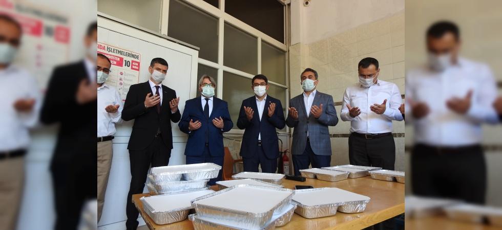 Manisa'da 8 STK'dan her gün 1000 kişiye sıcak iftar yemeği