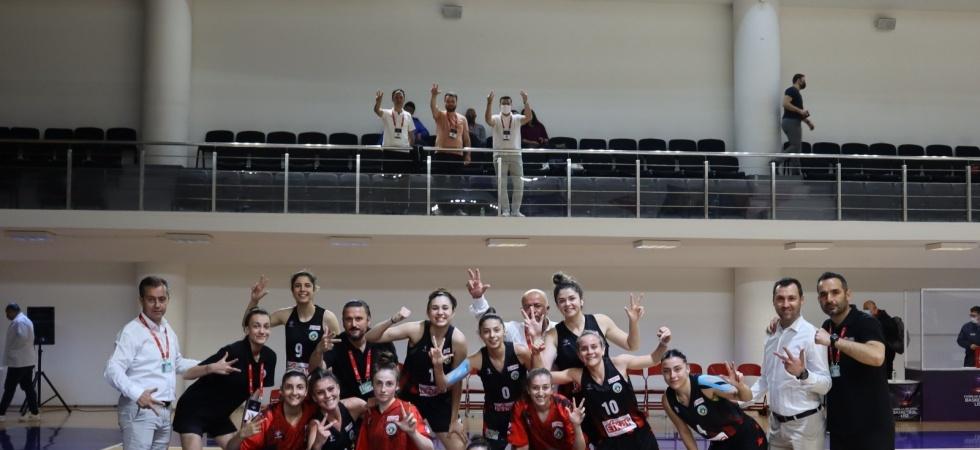 Turgutlu Belediye Kadın Basketbol yolu yarıladı