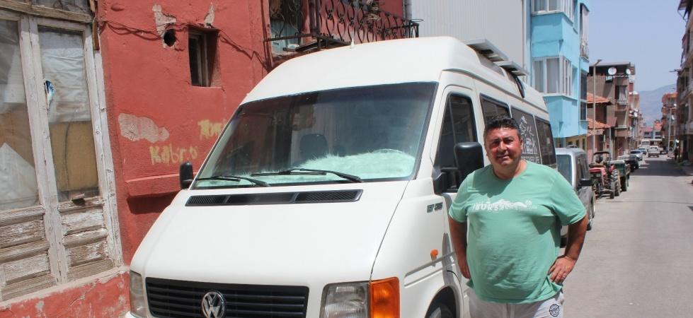 80 bin TL harcadığı minibüsünü karavana çevirdi