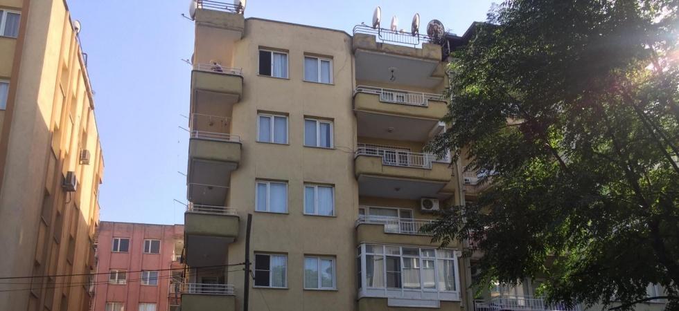 Apartmanın havalandırma boşluğunda komşularının cesedini buldular
