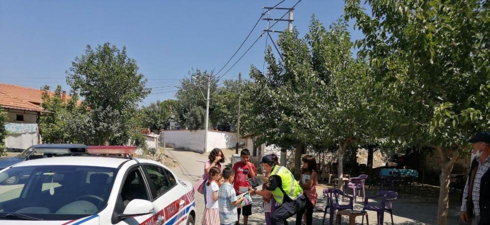 Jandarma ekiplerinden sürücülere bayram ikramı