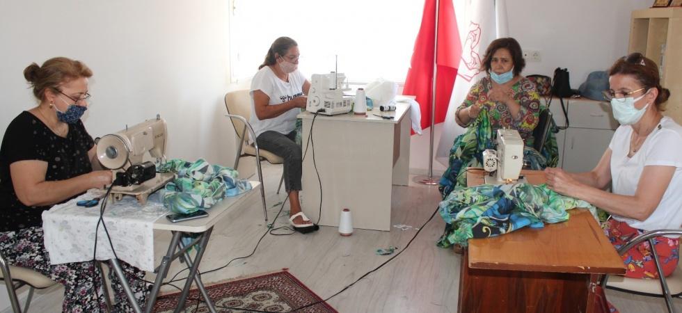 Alaşehirli kadınlar afetzedeler için dikiş makinelerinin başına oturdu