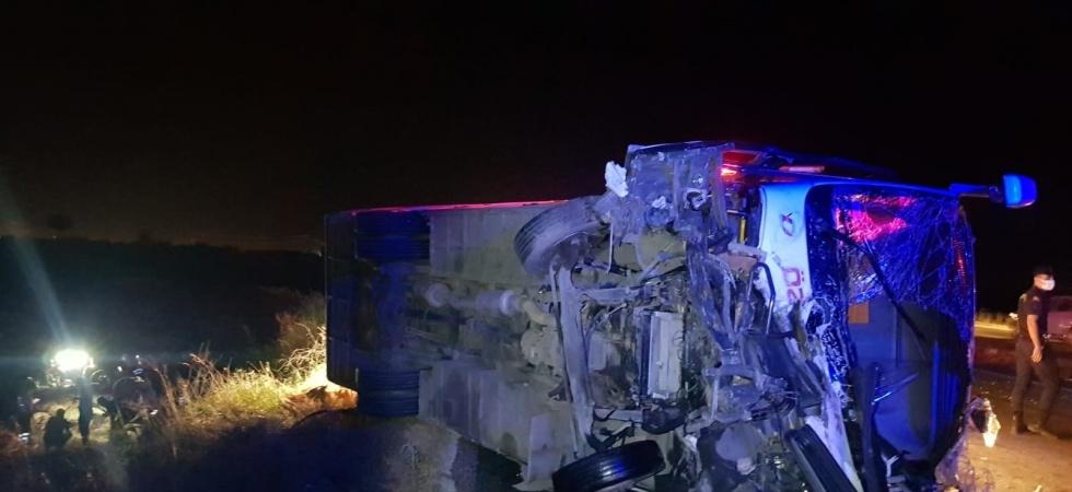 Manisa'da işçi servisi otomobille çarpıştı: 3 ölü, 4 yaralı