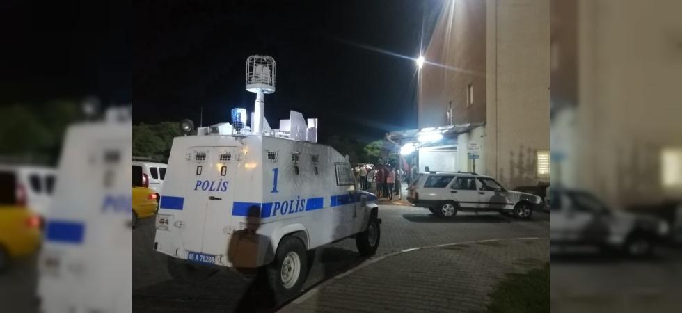 Manisa'da olaya giden polis memuru bıçaklandı