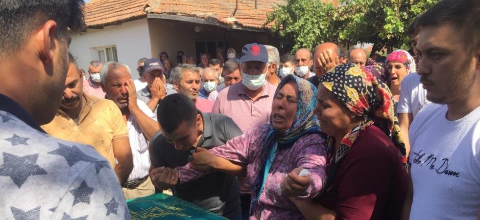 Manisa'daki trafik kazasında ölen 4 kişi toprağa verildi