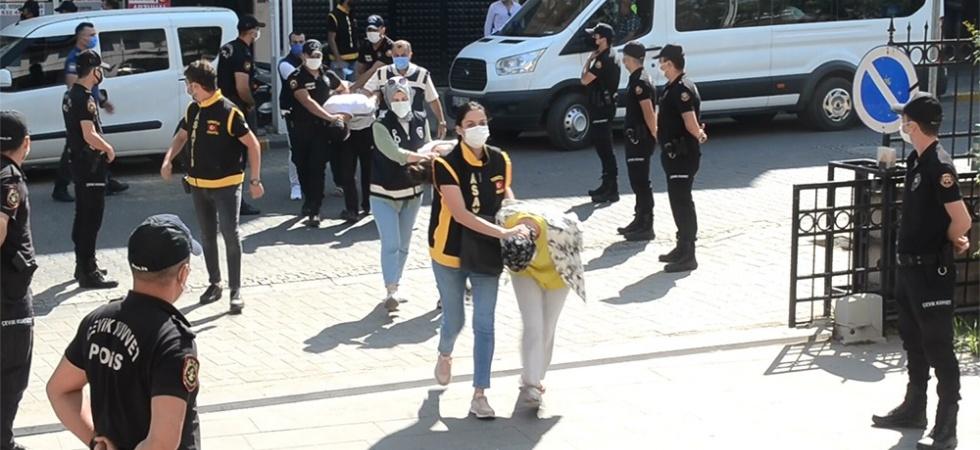 Polisi bıçaklayan ve polislere saldıran 10 şahıs adliyede