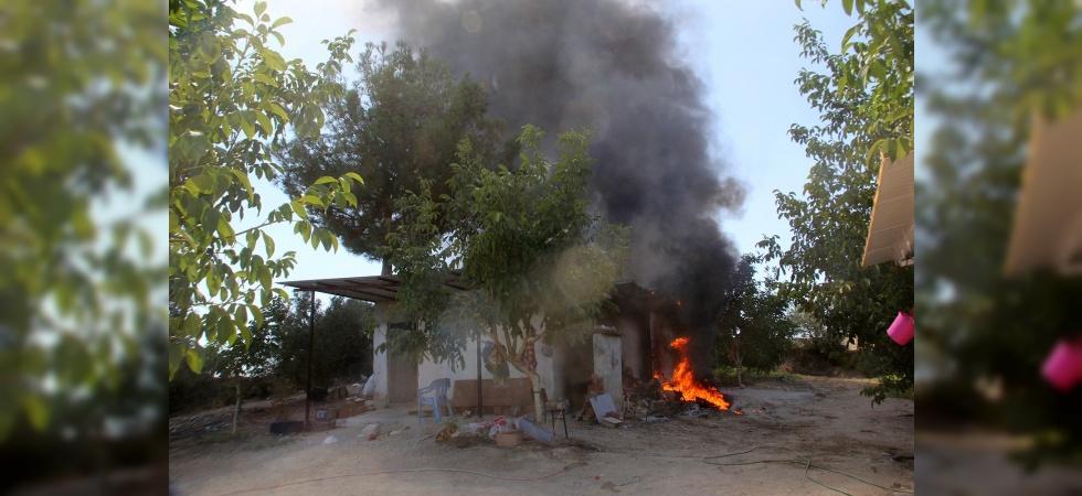 Salça yapımı için yakılan ateş garajı yaktı