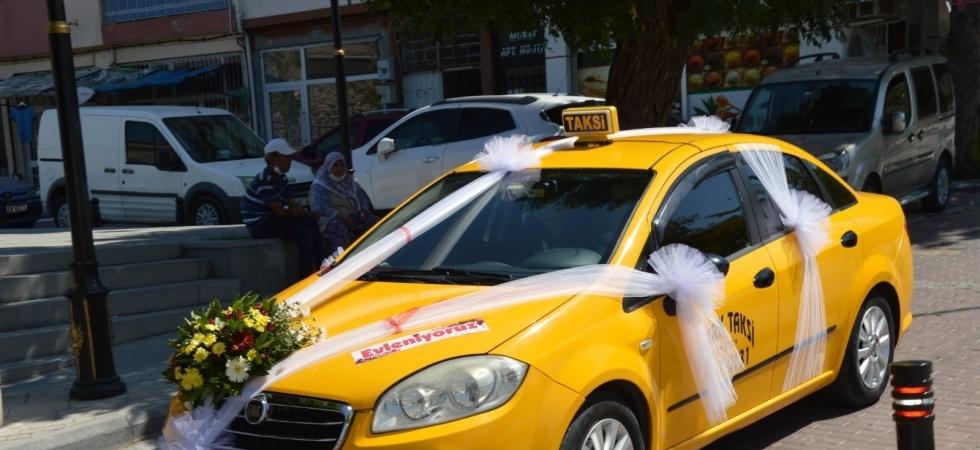 Taksiciler konvoy yaptı arkadaşlarının mutluluğuna ortak oldu