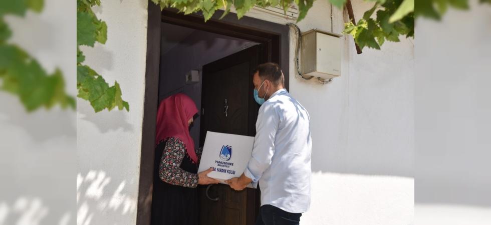 Yunusemre Belediyesinden iki aileye erzak desteği