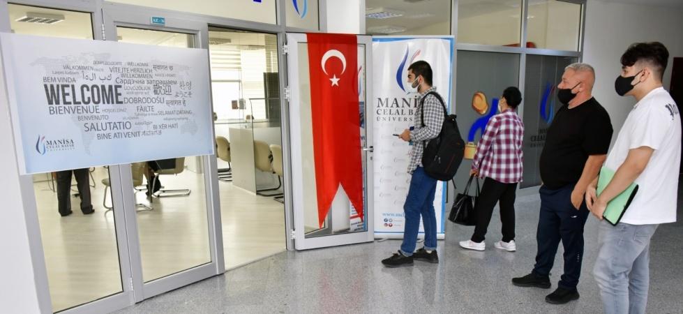 Manisa Celal Bayar Üniversitesi'nde yurtdışı öğrenci kayıtları başladı