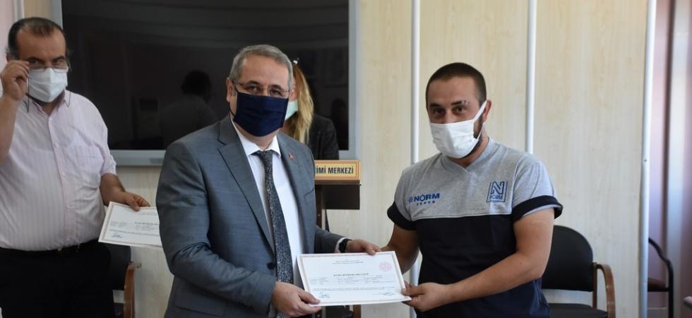 Salihli'de kursiyerlere sertifikaları verildi