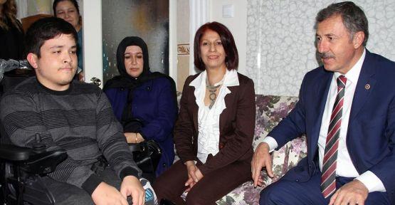 AK Partili Özdağ, Engelliler Gününü Kutladı